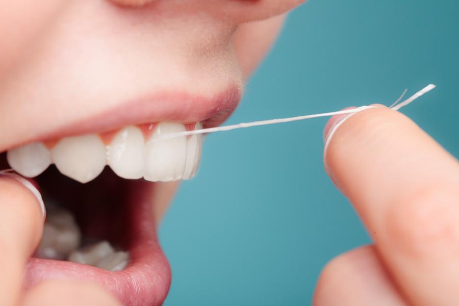 نخ دندان و خشکی دهان