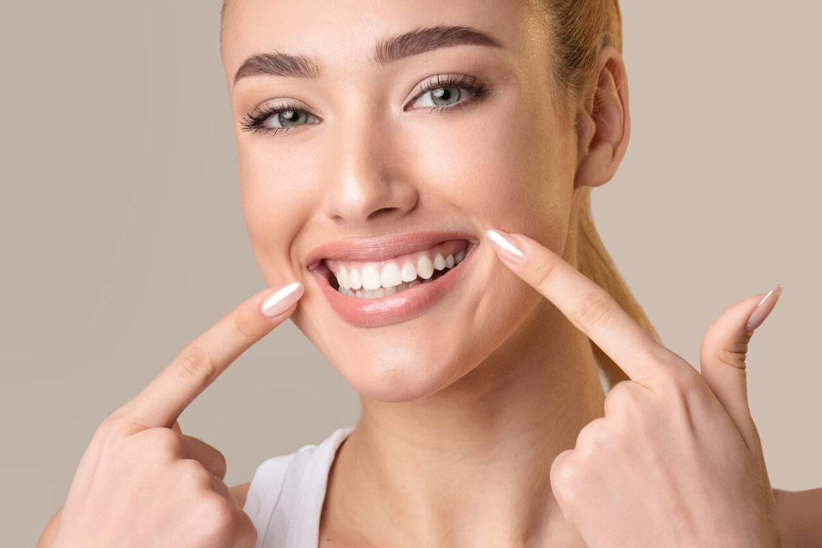 سفید کردن دندان در خانه با استفاده از روش های طبیعی