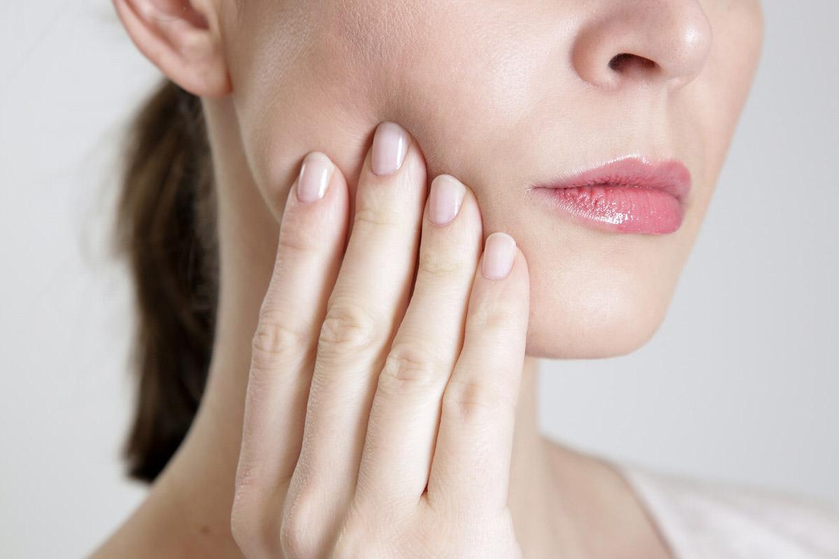 درد فک به دلیل فشار بالای دندان قروچه